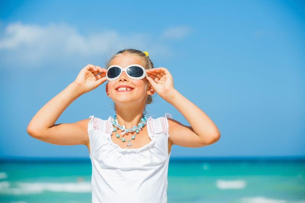 5af0c40e5a Por qué son importantes las gafas de sol para niños? - El Blog de ...