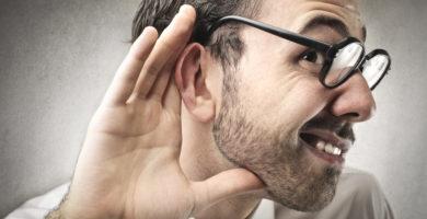¿Somos más receptivos si nos hablan por el oído derecho?