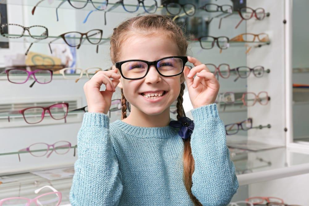 fa171a33e4 La vuelta al cole es una fecha muy importante para los niños. Y si se trata de  la primera vez que utilizarán unas gafas debido a algún defecto visual, ...