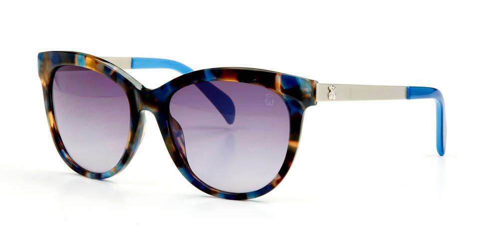 2c8a3af4fe Otro de los modelos que están causando furor son las gafas de sol de pasta  blanca, sin importar la forma de las lentes ni de las varillas.