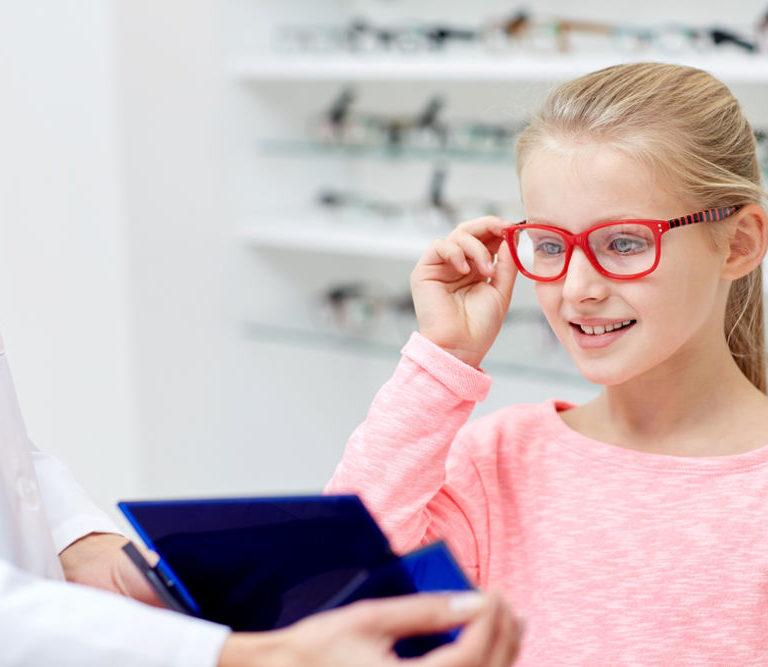 Revisión visual: ¡detecta a tiempo la miopía en niños!