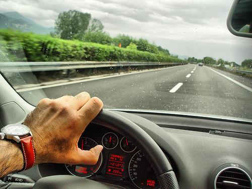 Conducir coche gafas de sol polarizadas
